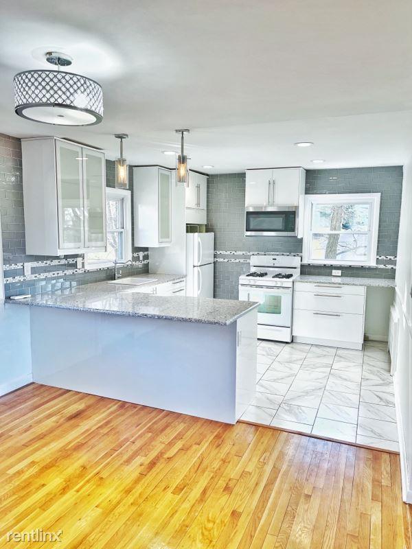 362 Bernard Pl 2, Ridgefield, NJ - $2,300 USD/ month