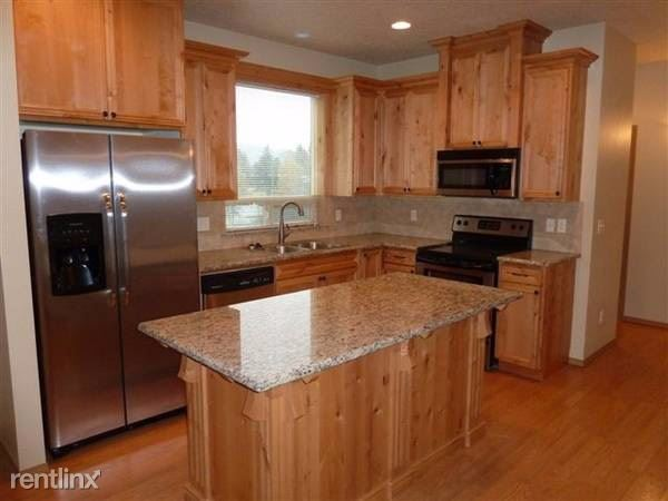 2971 SE 92nd Ave, Portland, OR - $1,800 USD/ month