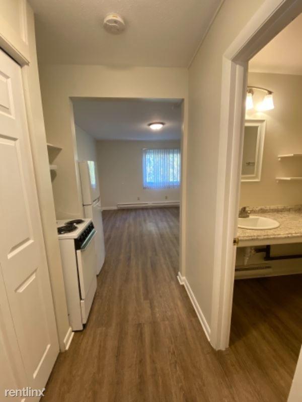 10 Belchertown Rd 2, Amherst, MA - $975 USD/ month