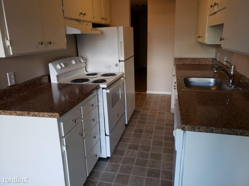 3506 NE 95th Street, Seattle, WA - $650 USD/ month