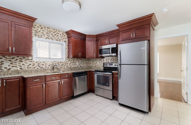 39 Case Ave 1, Patchogue, NY - $2,000 USD/ month