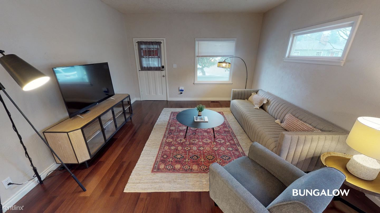 4811 SE Haig Street, Portland, OR - $735 USD/ month
