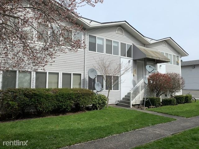 9214 Densmore Ave N, Seattle, WA - $2,450 USD/ month