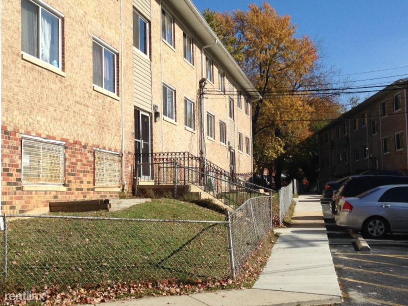 Southern Ave, Oxon Hill, MD - $1,375 USD/ month