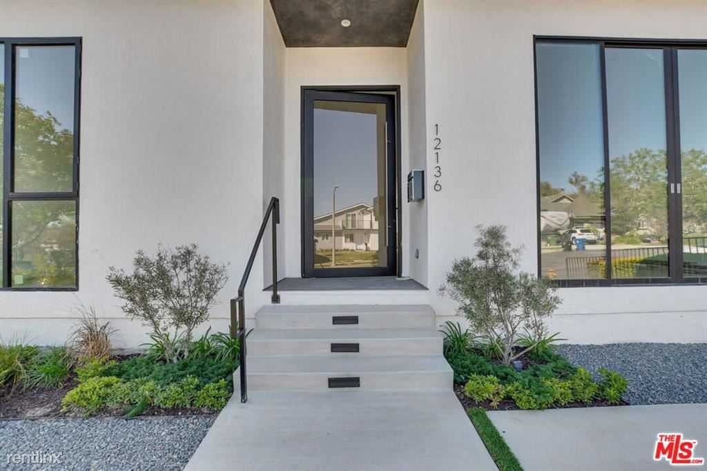 12136 Clarkson Rd - 9995USD / month