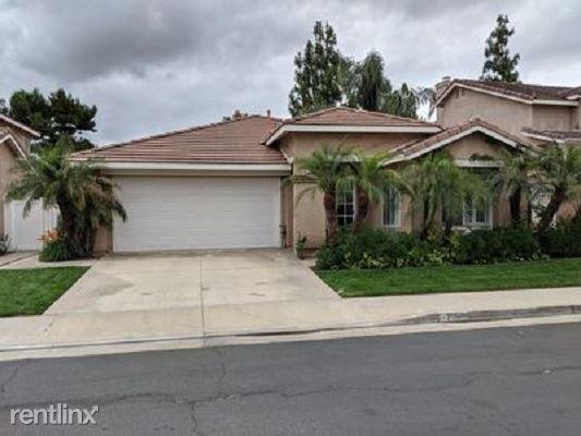 716 View Ln, Corona, CA - $2,800 USD/ month