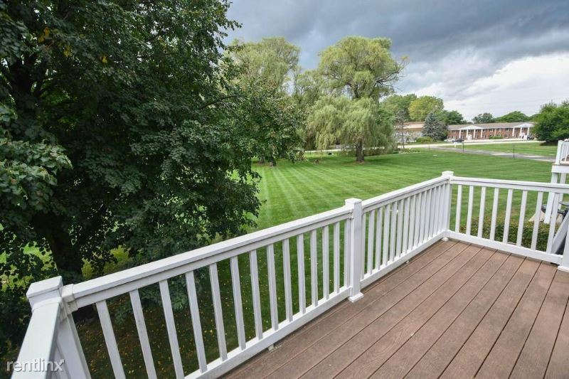 20295 Independence Dr, Brookfield, WI - $1,550 USD/ month