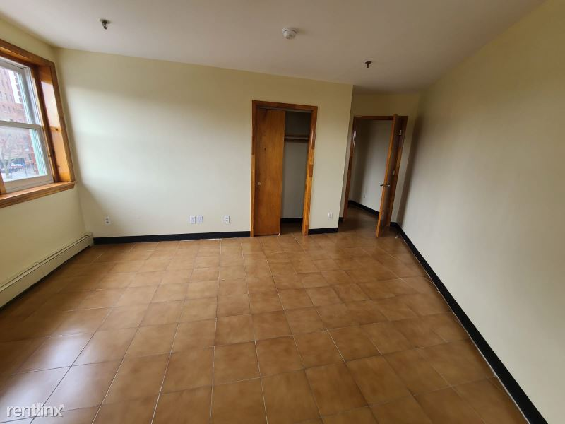 Broadway, Yonkers, NY - $1,750 USD/ month