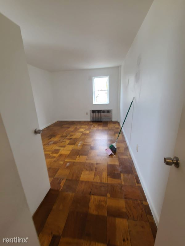 Bruce Avenue, Yonkers, NY - $1,850 USD/ month