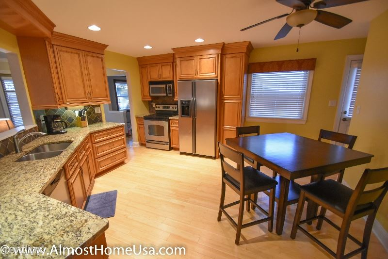 74** W Crawford Ave, Milwaukee, WI - $3,049 USD/ month