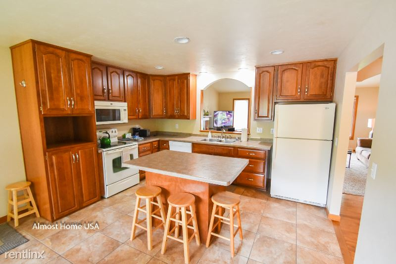 Packerland Dr, Green Bay, WI - $2,500 USD/ month