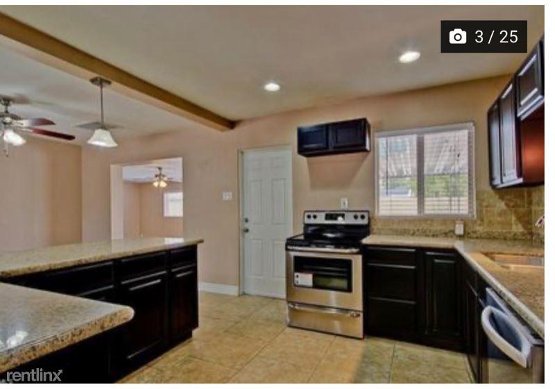 1420 W Missouri Ave, Phoenix AZ 3 separate bedrooms available.Two have a private bath each renting @, Phoenix, AZ - $700 USD/ month