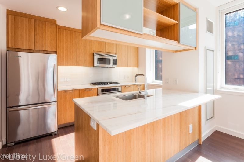 201 N End Ave, New York, NY - $9,021 USD/ month
