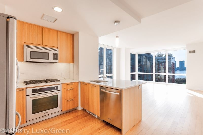 301 N End Ave, New York, NY - $7,463 USD/ month