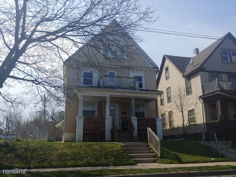 3023 North 14th Street A, Milwaukee, WI - $875 USD/ month