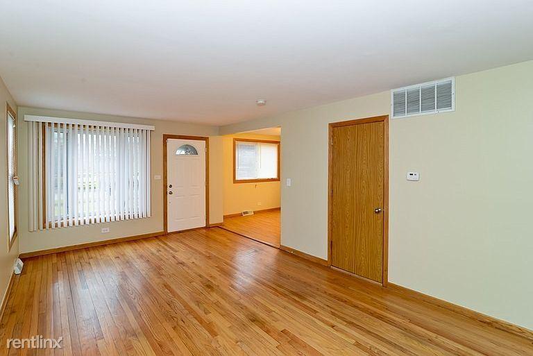 3228 Washington St, Franklin Park, IL - $1,600 USD/ month