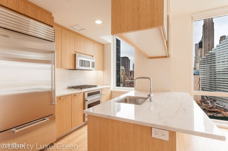 301 N End Ave, New York, NY - $8,575 USD/ month