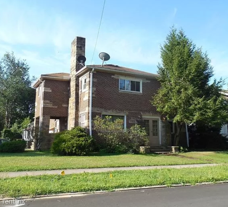 1011 Delaware Ave 2, New Castle, PA - $700 USD/ month