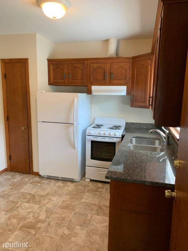 29 Leos Lane, Avon, MA - $1,600 USD/ month