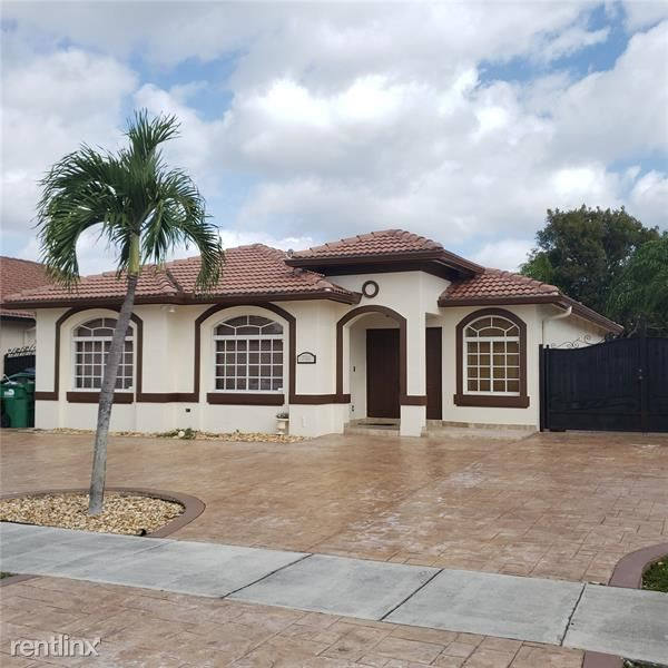 7761 NW 201st Ter, Hialeah, FL - $2,650 USD/ month