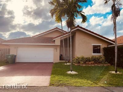 18840 NW 84th Ave, Hialeah, FL - $2,650 USD/ month