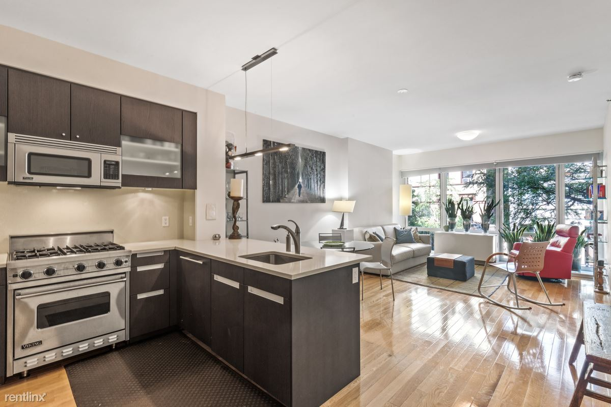 454 W 54th St, New York, NY - $980 USD/ month