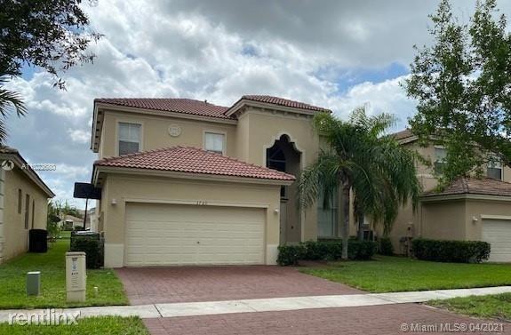 3760 NE 15th St, Homestead, FL - $2,300 USD/ month