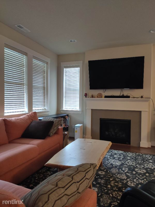 14755 NW Cosmos St, Portland, OR - $2,450 USD/ month