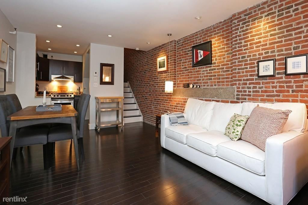 42 8th St, Boston, MA - $1,000 USD/ month