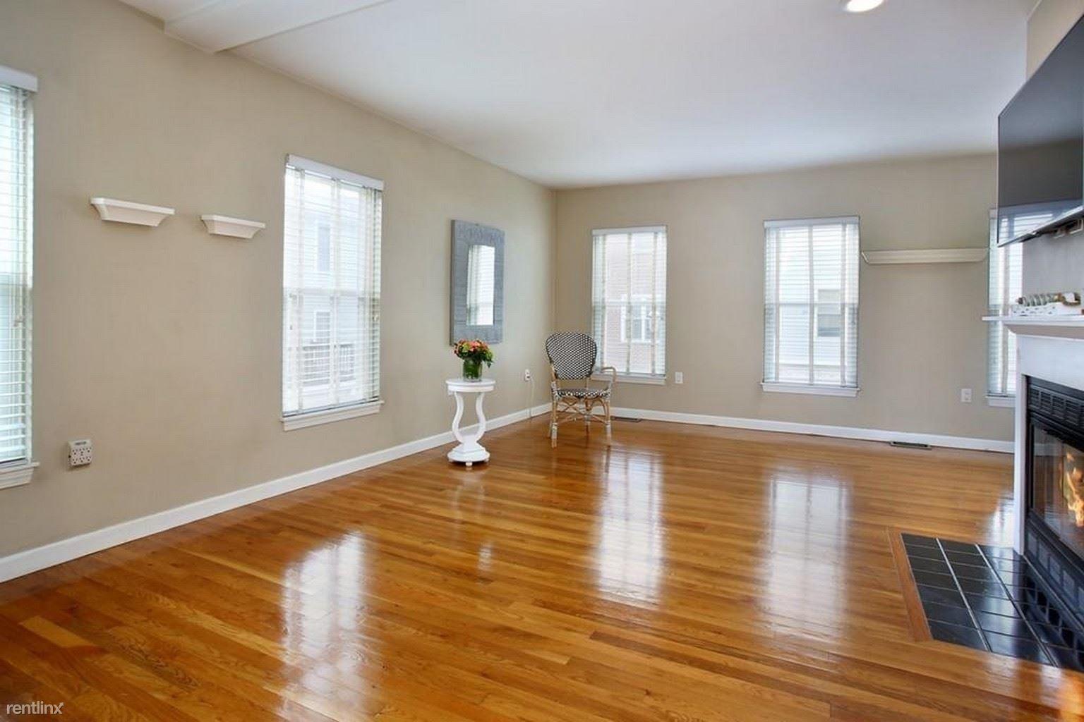 25 N Mead St, Boston, MA - $1,000 USD/ month