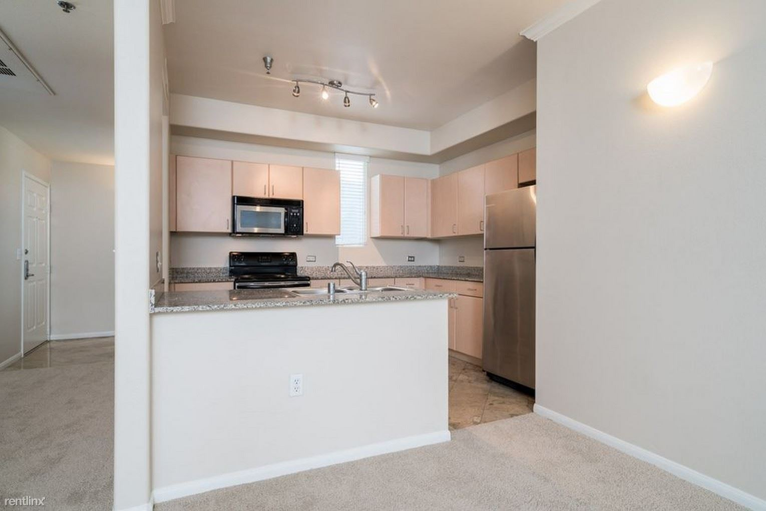 1643 6th Ave, San Diego, CA - $800 USD/ month