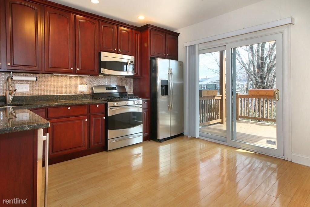 156 O St, Boston, MA - $1,000 USD/ month