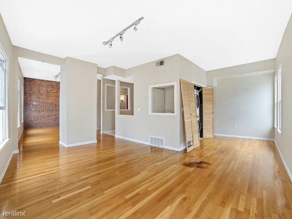 174 W 8th St, Boston, MA - $1,000 USD/ month