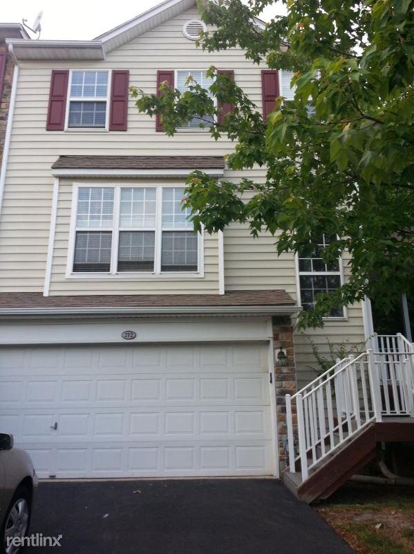212 Yorktown CT, Malvern, PA - $2,800 USD/ month