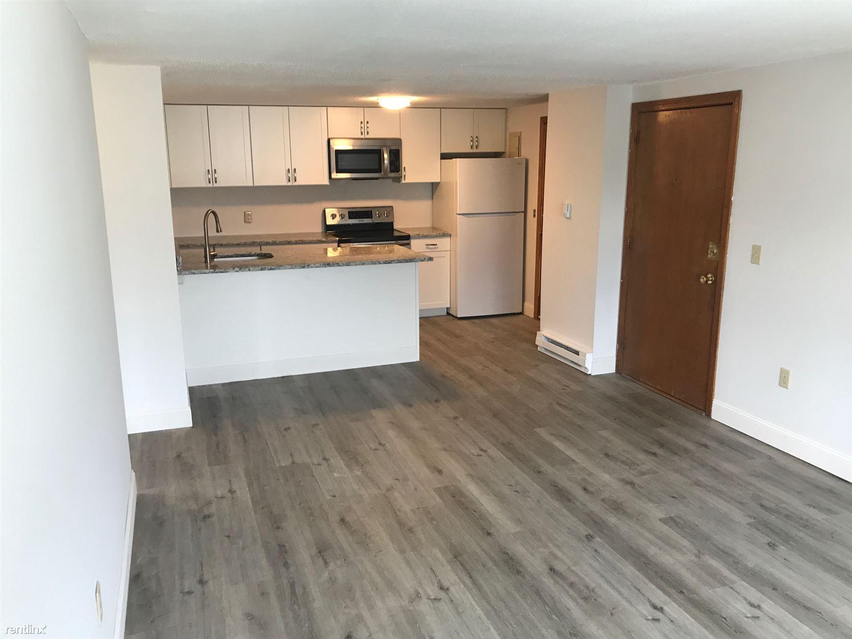 106 Friend St, Amesbury, MA - $1,650 USD/ month