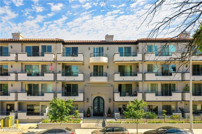 11218 Camarillo St 207, Toluca Lake, CA - $3,350 USD/ month
