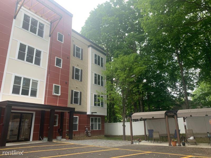Park St, Essex Junction, VT - $1,200 USD/ month