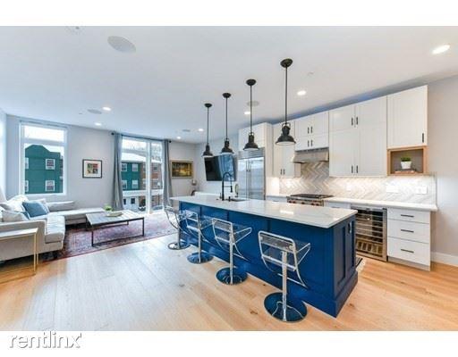 170 W Broadway, South Boston MA 204, South Boston, MA - $4,100 USD/ month