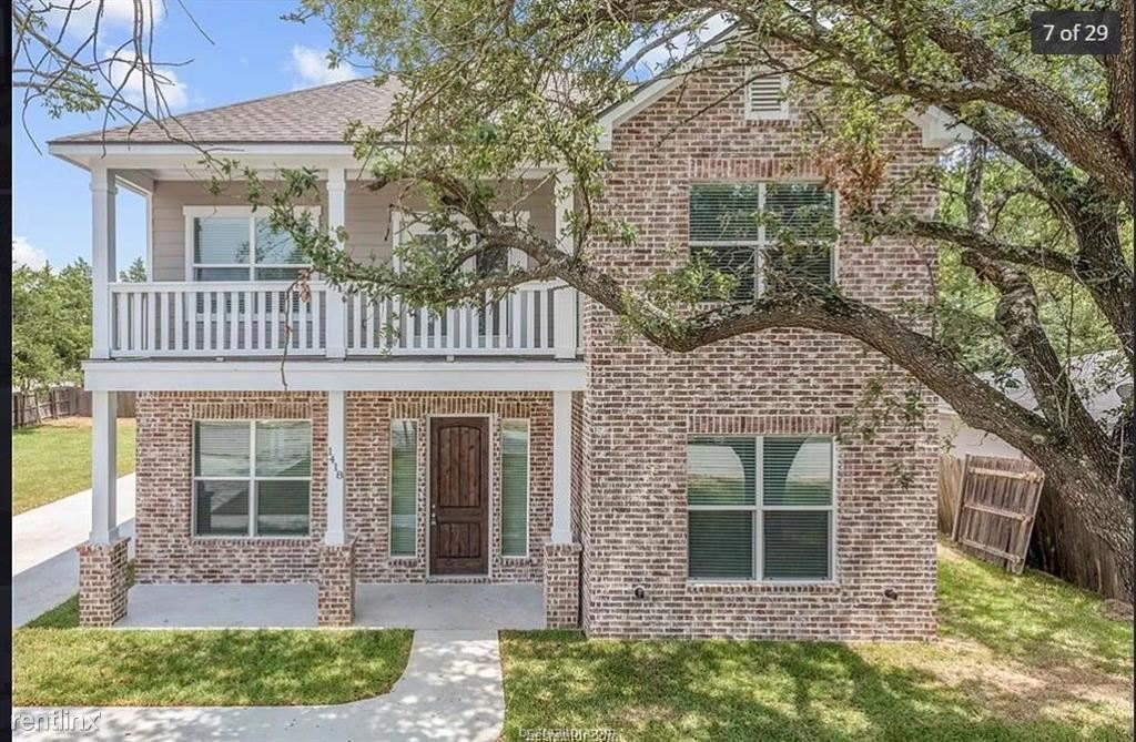 110 Moss St, College Station, TX - $4,000 USD/ month