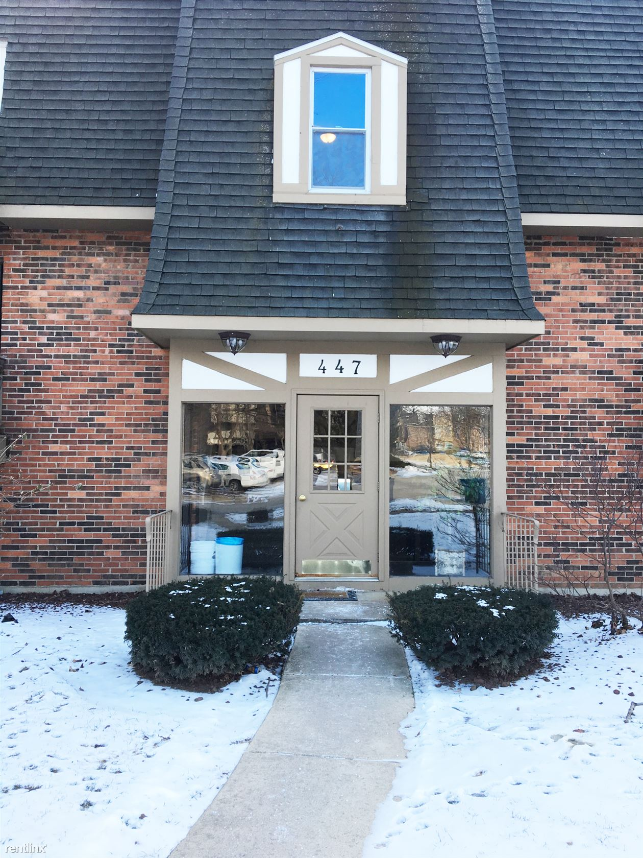 447 Cavalier Ct Apt 2-7, West Dundee, IL - $1,125 USD/ month