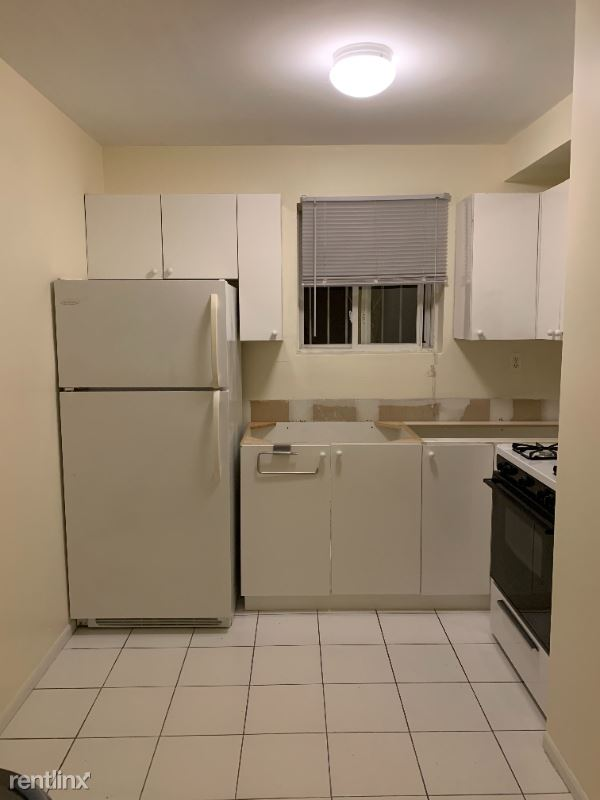 28 Ave, Woodside, NY - $1,650 USD/ month