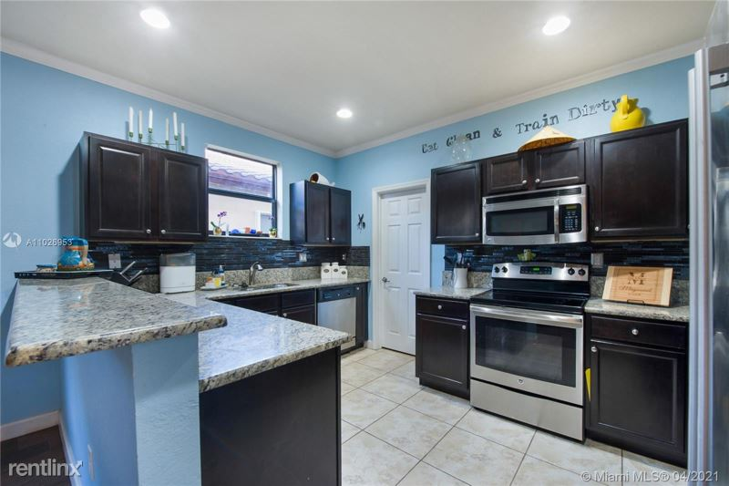 706 SW 34 Ave, Homestead, FL - $2,700 USD/ month