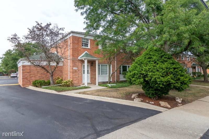 2156 Rugen Rd, Glenview, IL - $2,200 USD/ month