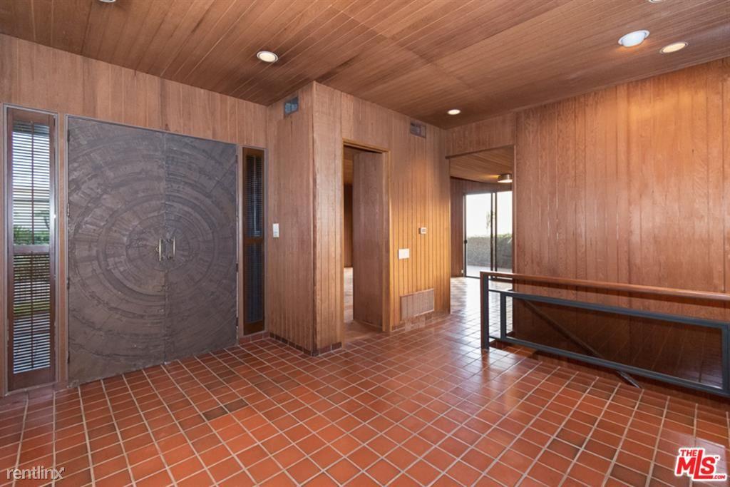 2285 N Hobart Blvd, Los Angeles, CA - $11,500 USD/ month