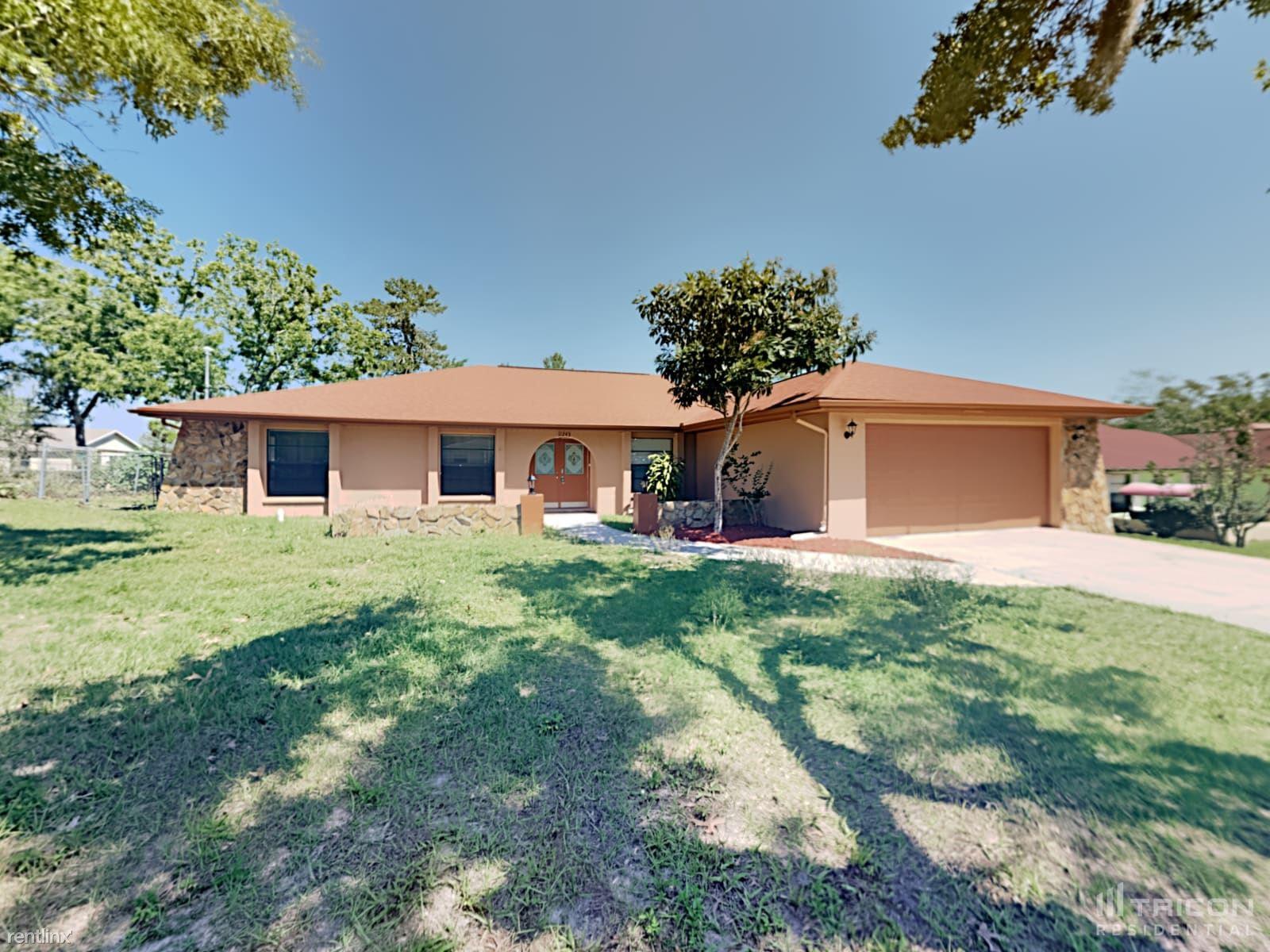 11243 Homeway Street, Spring Hill, FL - $1,750 USD/ month