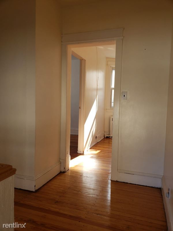 176 Dubois Ave 2nd floor, Staten Island, NY - $1,800 USD/ month