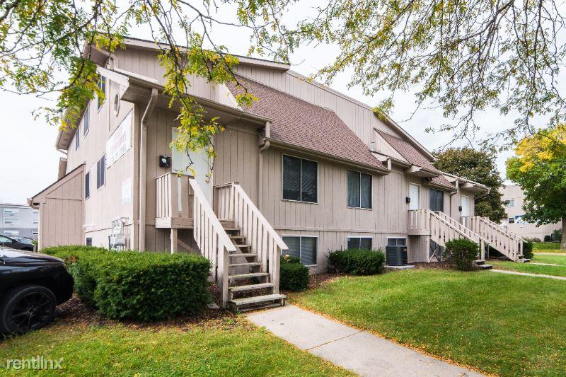 802 Edgebrook Drive 4, Dekalb, IL - $1,500 USD/ month
