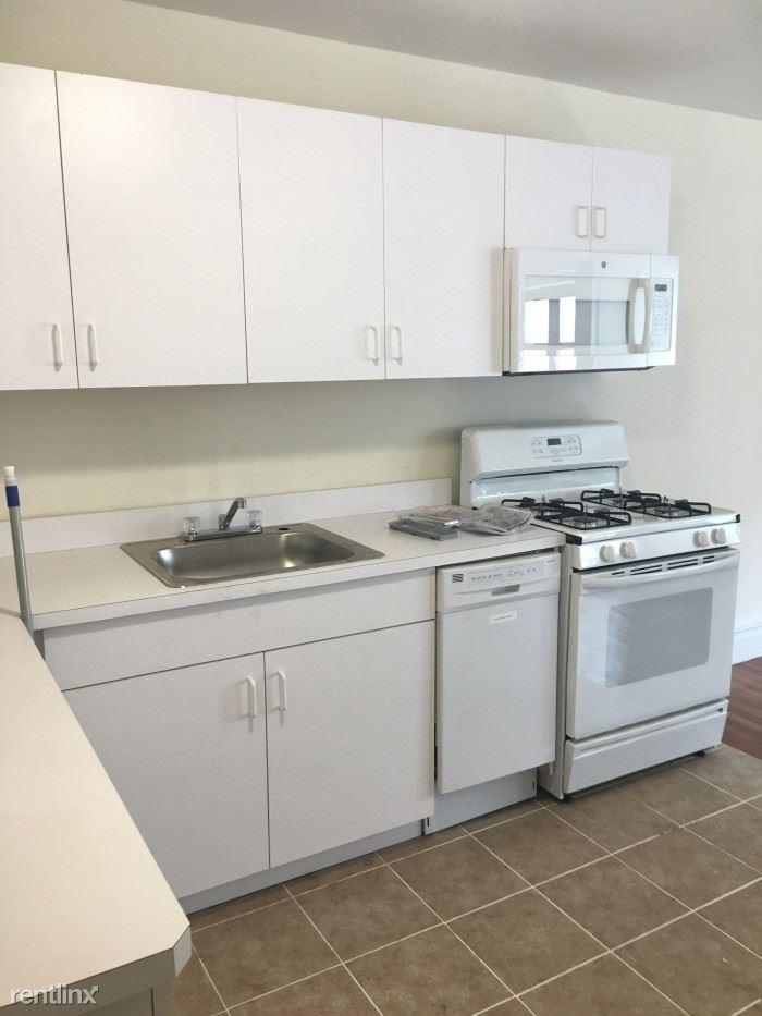 Fifth Ave, Pelham, NY - $1,850 USD/ month