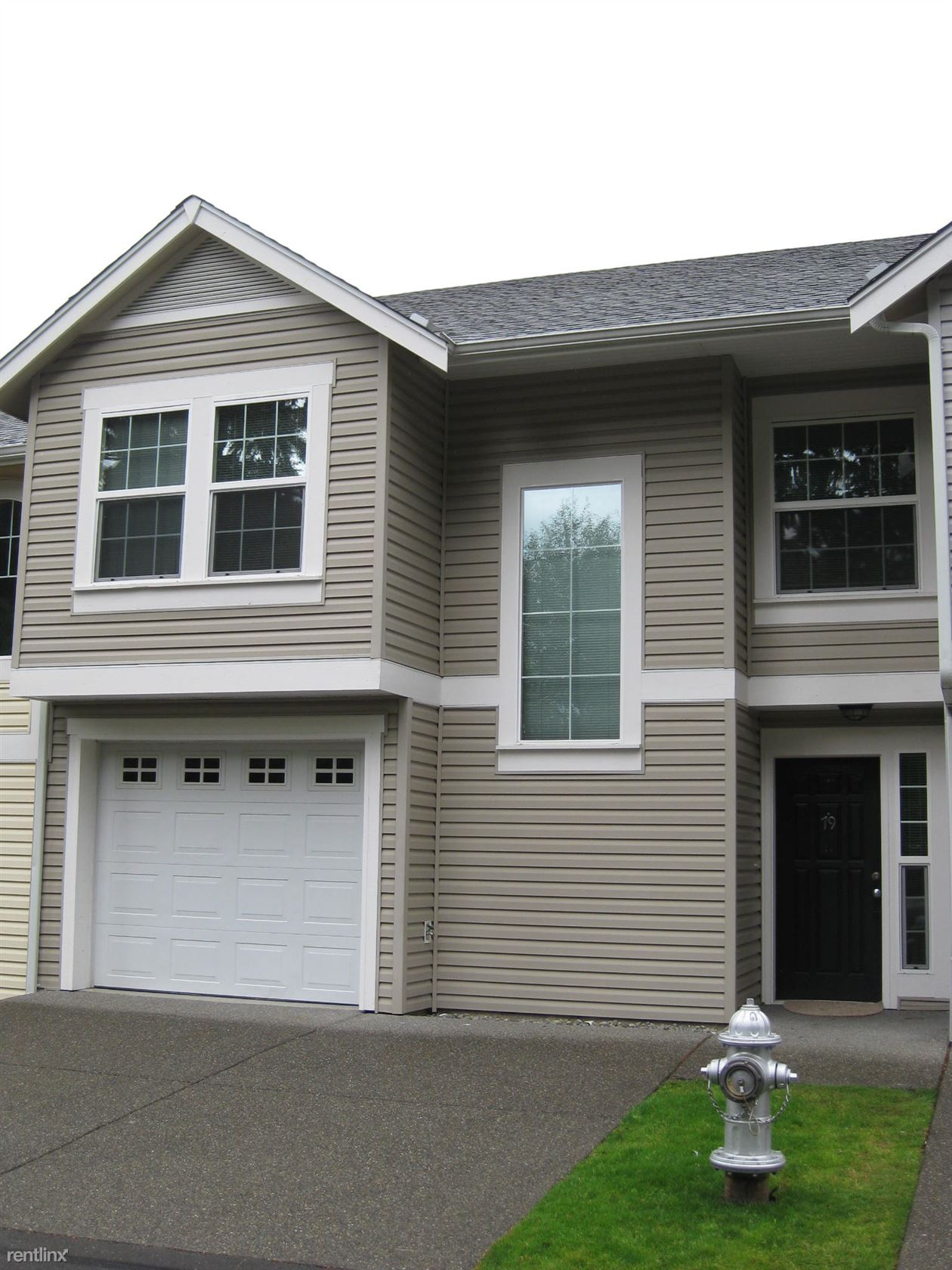 10406 140th Street Court East, Puyallup, WA - $2,035 USD/ month