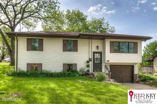 5823 S 91st St, Omaha, NE - $1,550 USD/ month
